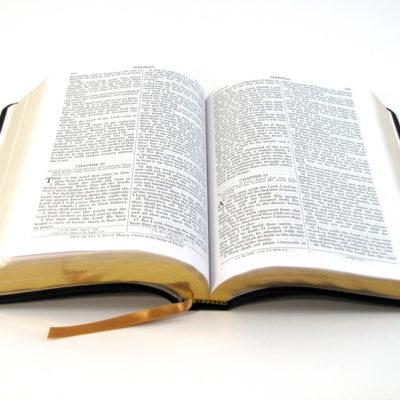 Dessin d'une bible ouverte